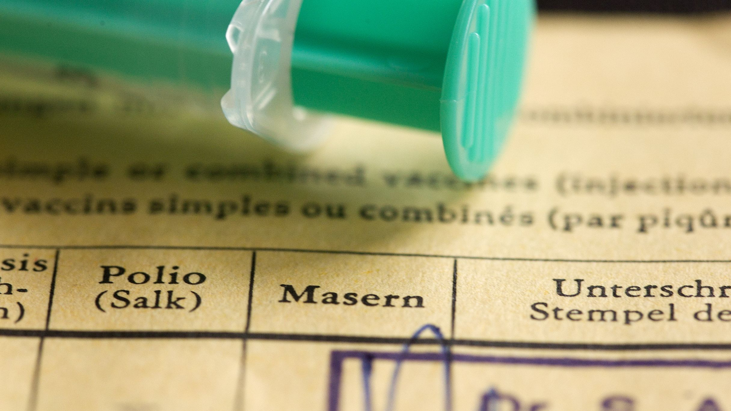 Impfspritze mit Impfausweis