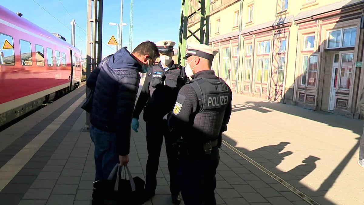 Polizeikontrolle am Bahnhof
