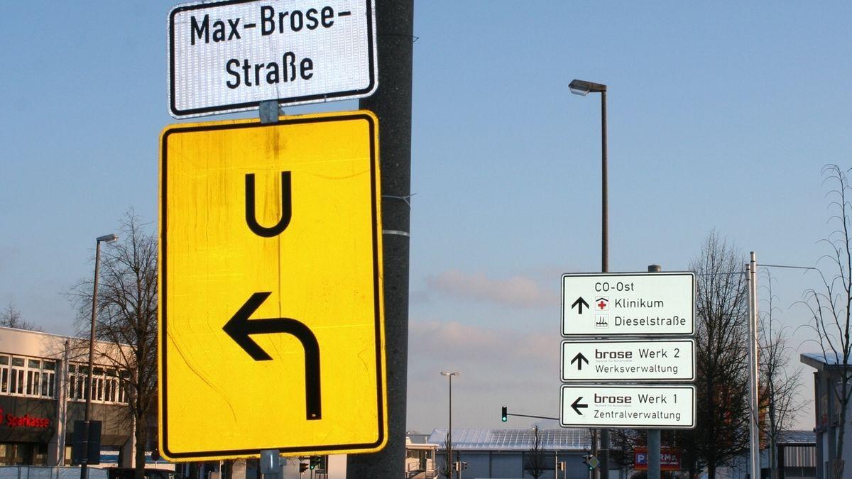 Verkehrshinweisschilder des Automobilzulieferers Brose am Hauptstandort Coburg