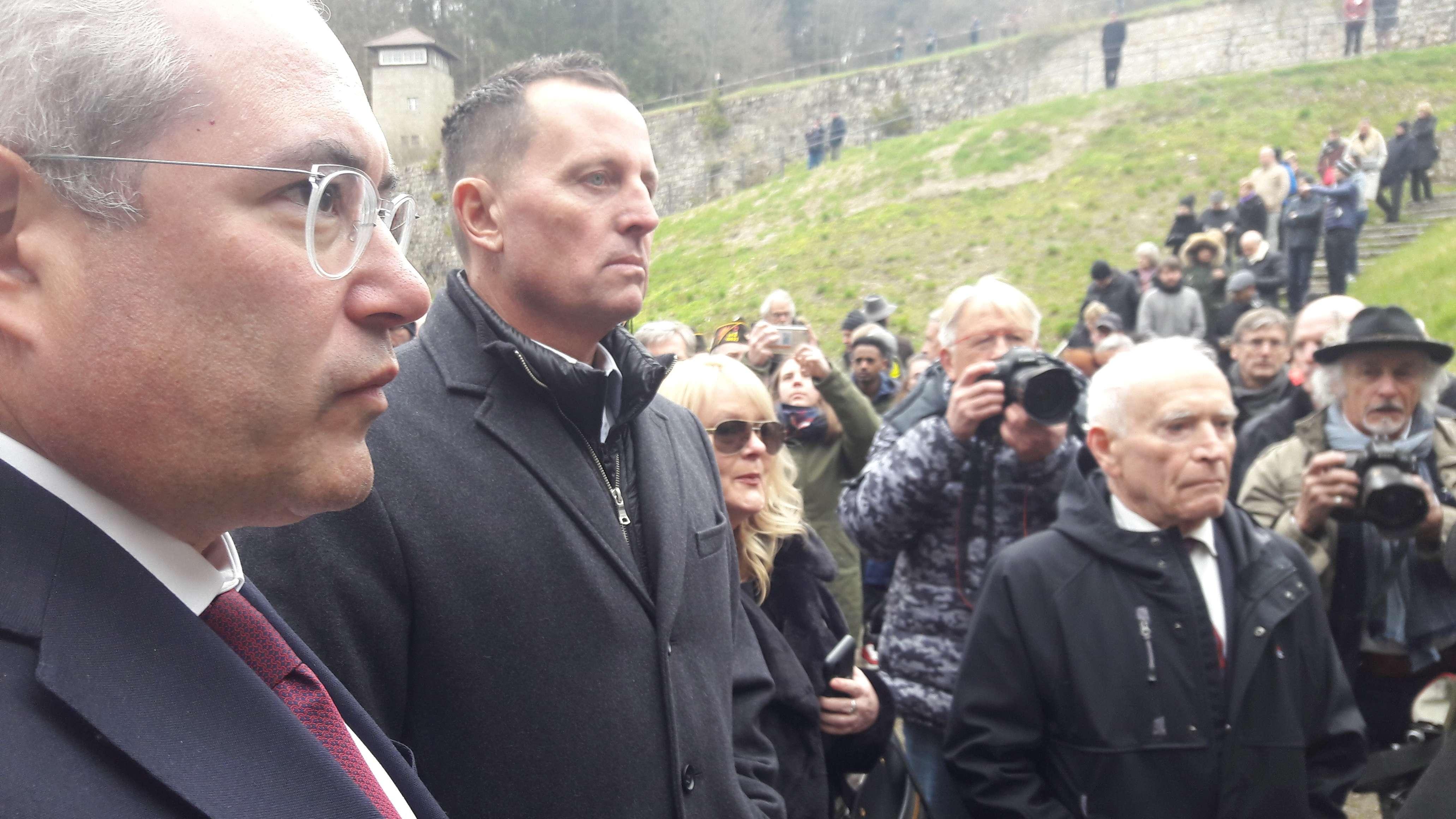 US-Botschafter Richard Grenell (Mitte) und KZ-Überlebender Jack Terry (rechts) in der KZ-Gedenkstätte Flossenbürg