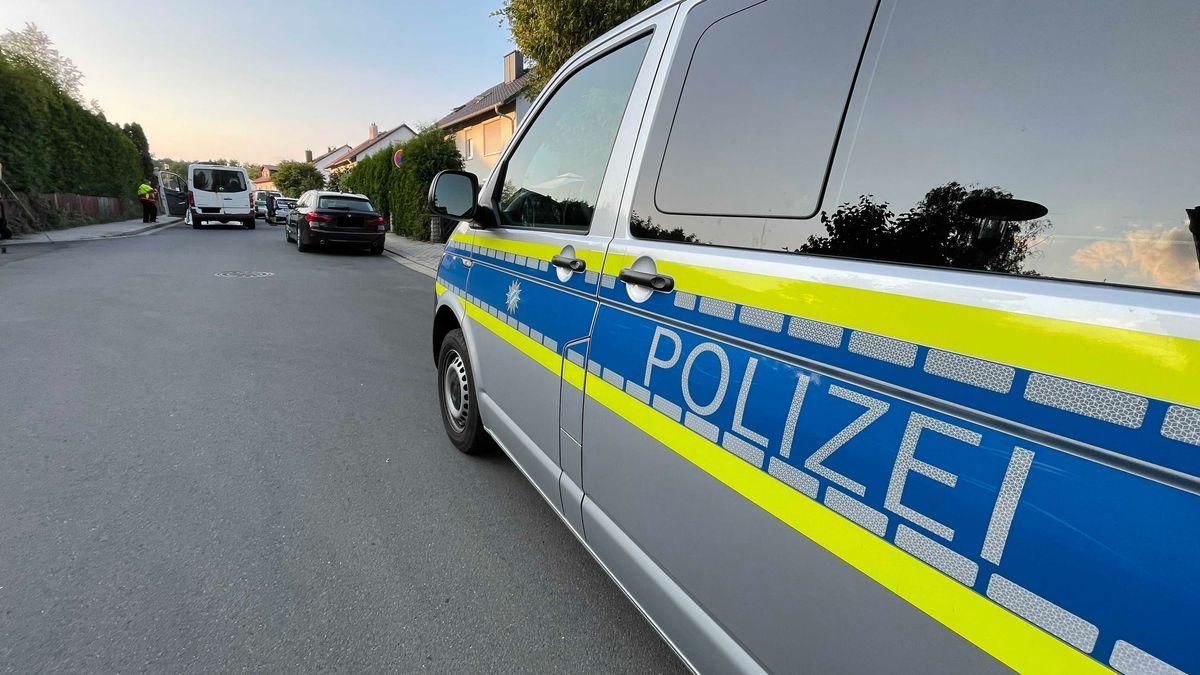 Die Polizei hat mehrere Gebäude in Oberfranken nach Rauschgift durchsucht. Sie war in einer Pizzeria und in Wohngebieten unterwegs.