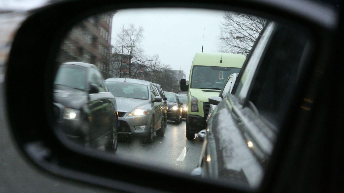 Autoaußenspiegel (Symbolbild)