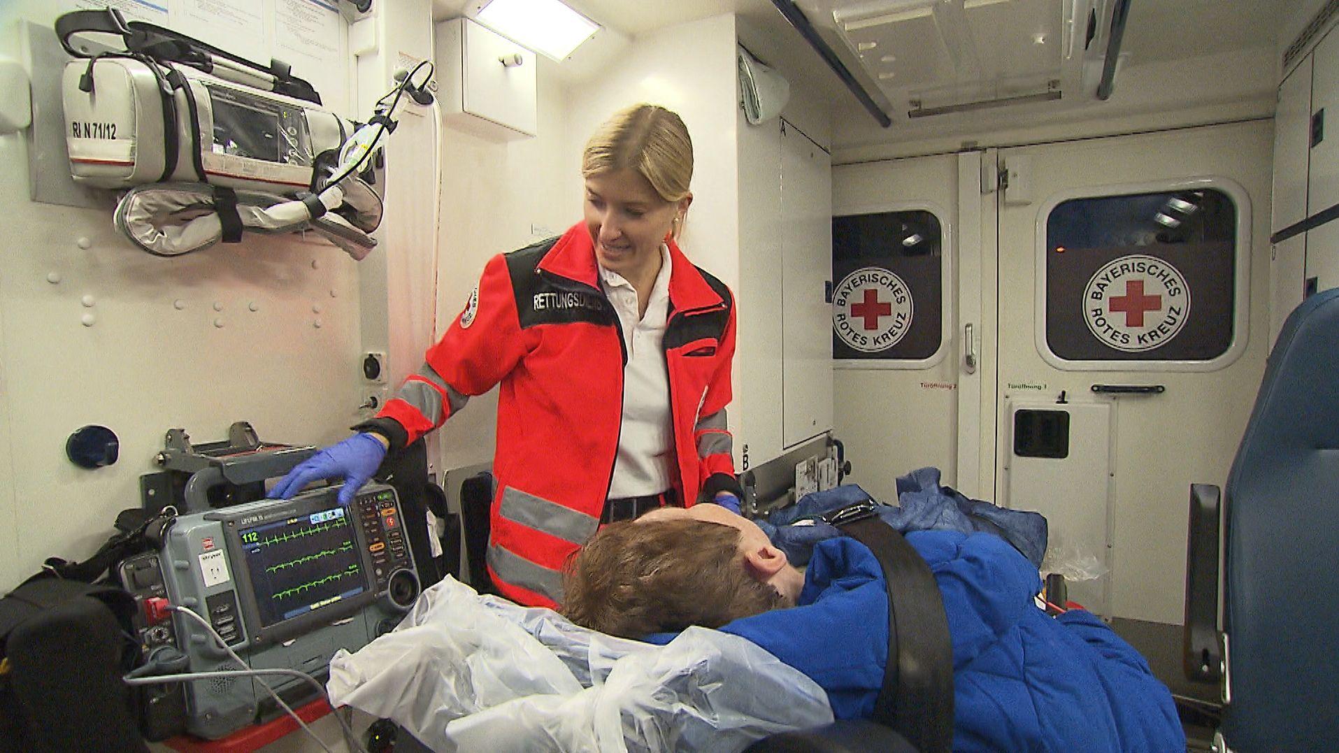Nürnberg: BRK-Notfallsanitäterin im Einsatz