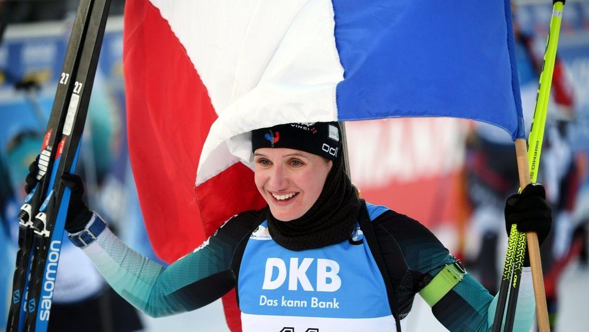 Julia Simon feiert ihren ersten Weltcupsieg