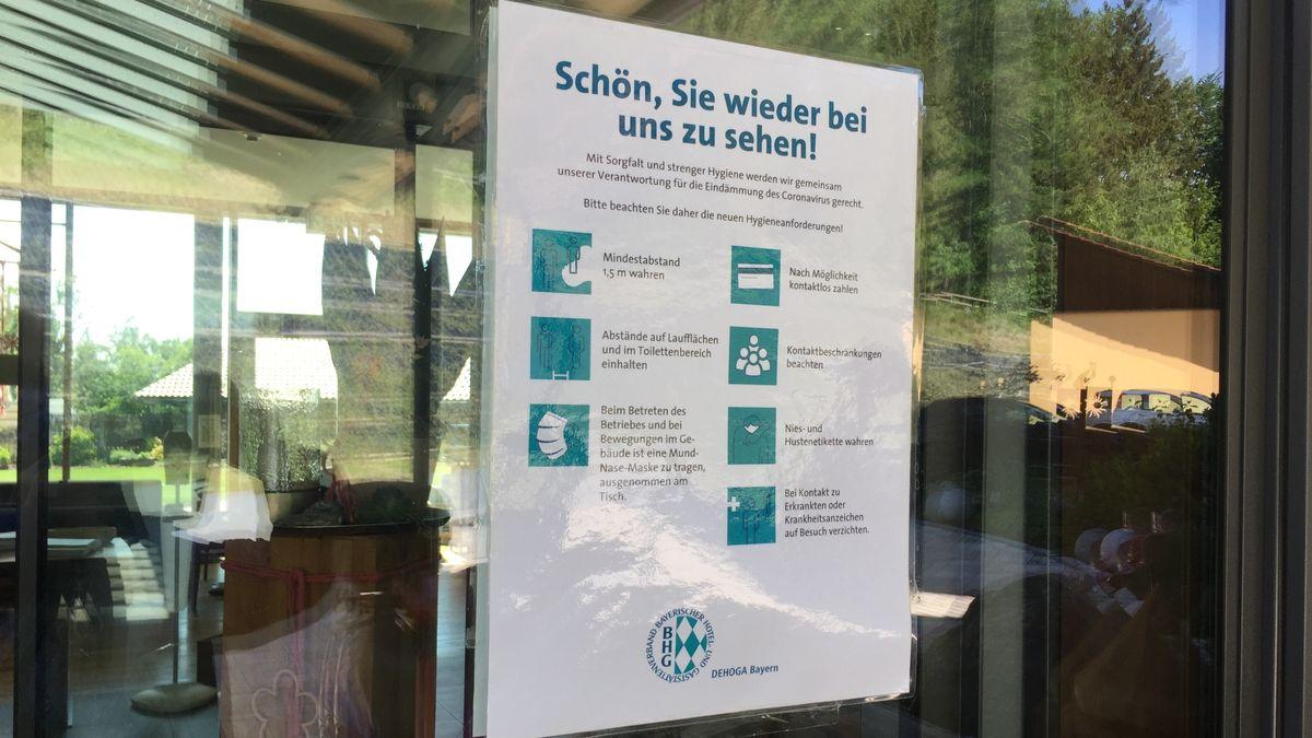 Aushang an einem Hotel zu den Hygienevorschriften für die Gäste