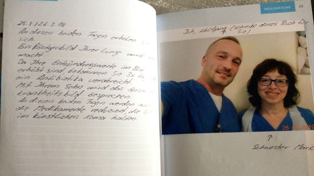 Durch das Intensivtagebuch erfahren die Patienten, wie der Tag verlaufen ist und wer sich um sie kümmert.