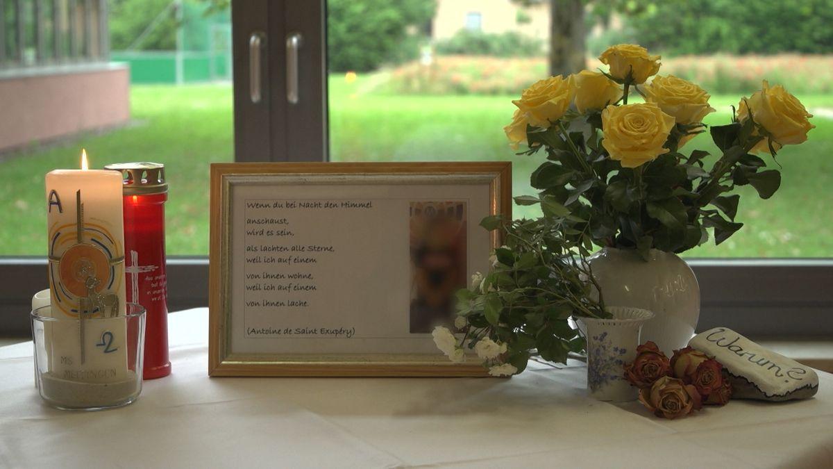 Trauerbilder und Kerzen