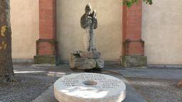 Der Mühlstein hinter dem Würzburger Dom | Bild:BR/Patrick Obrusnik