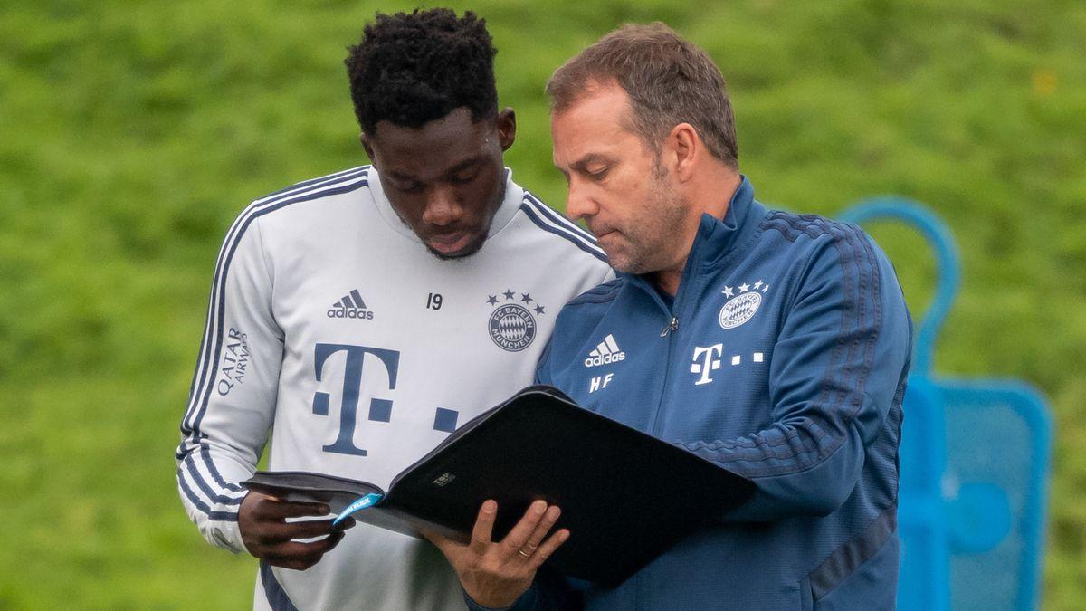 Trainer Hansi Flick mit Newcomer Alphonso Davies