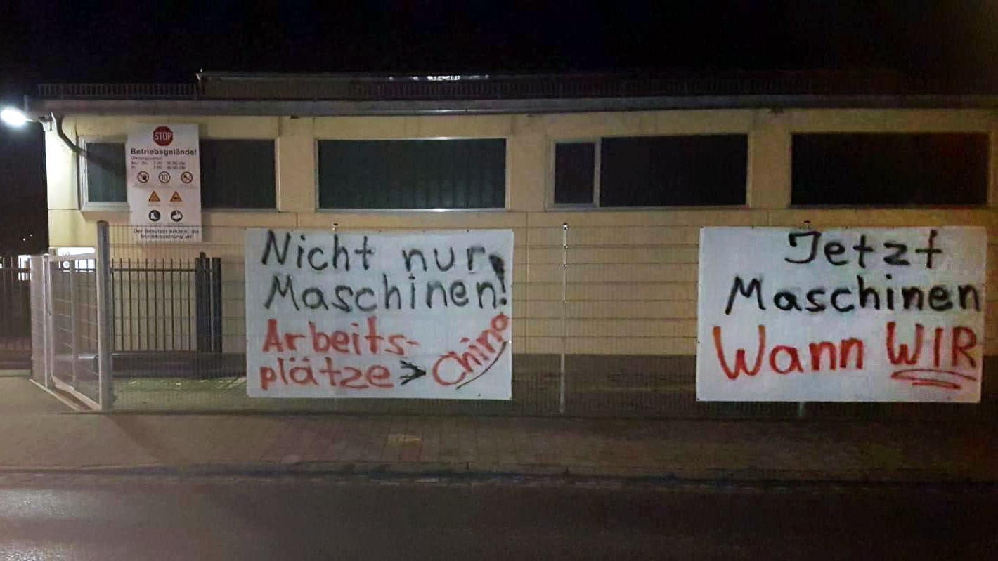 Protestplakate am Kennametal-Werk in Lichtenau