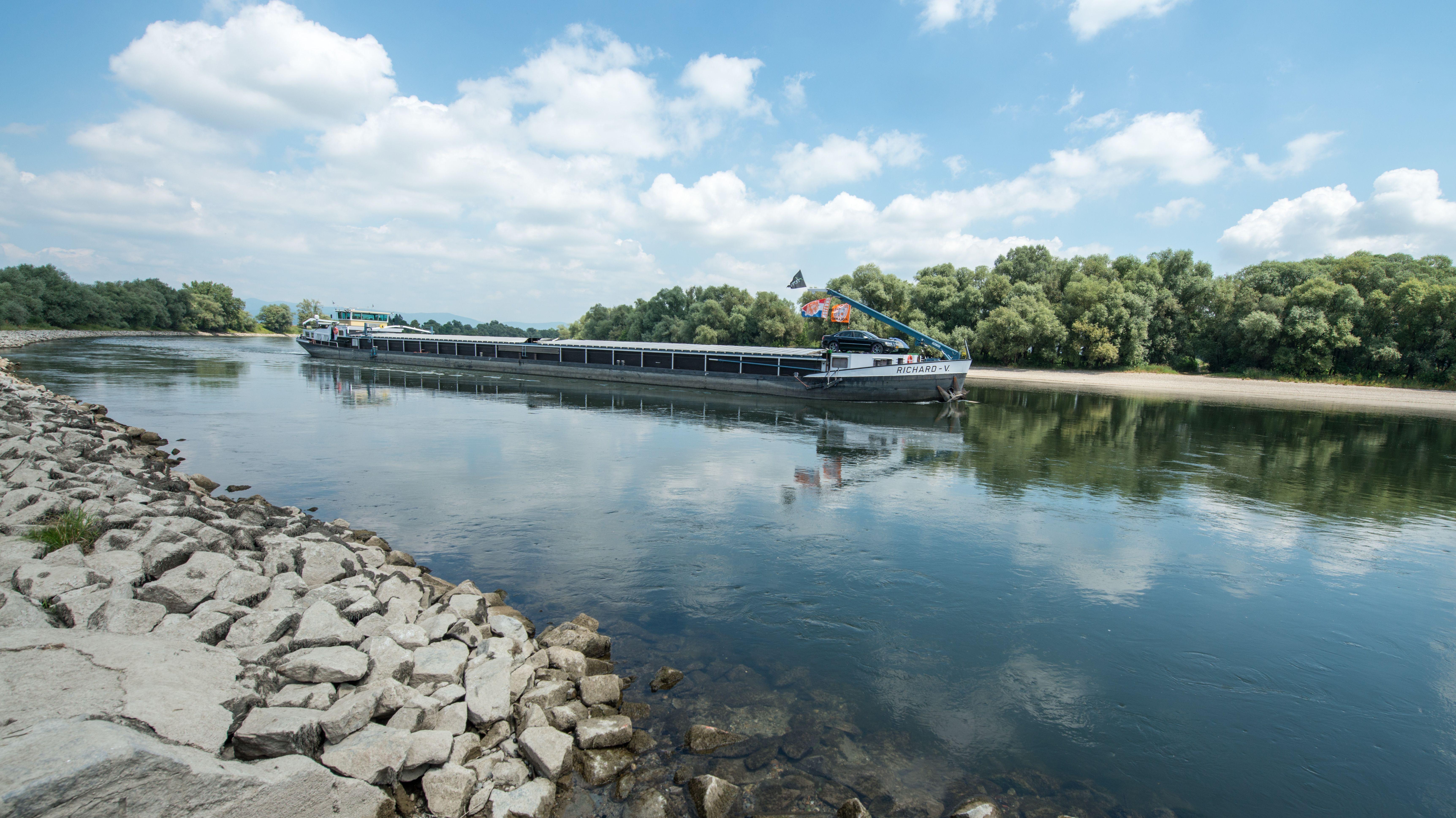 Schiff auf der Donau