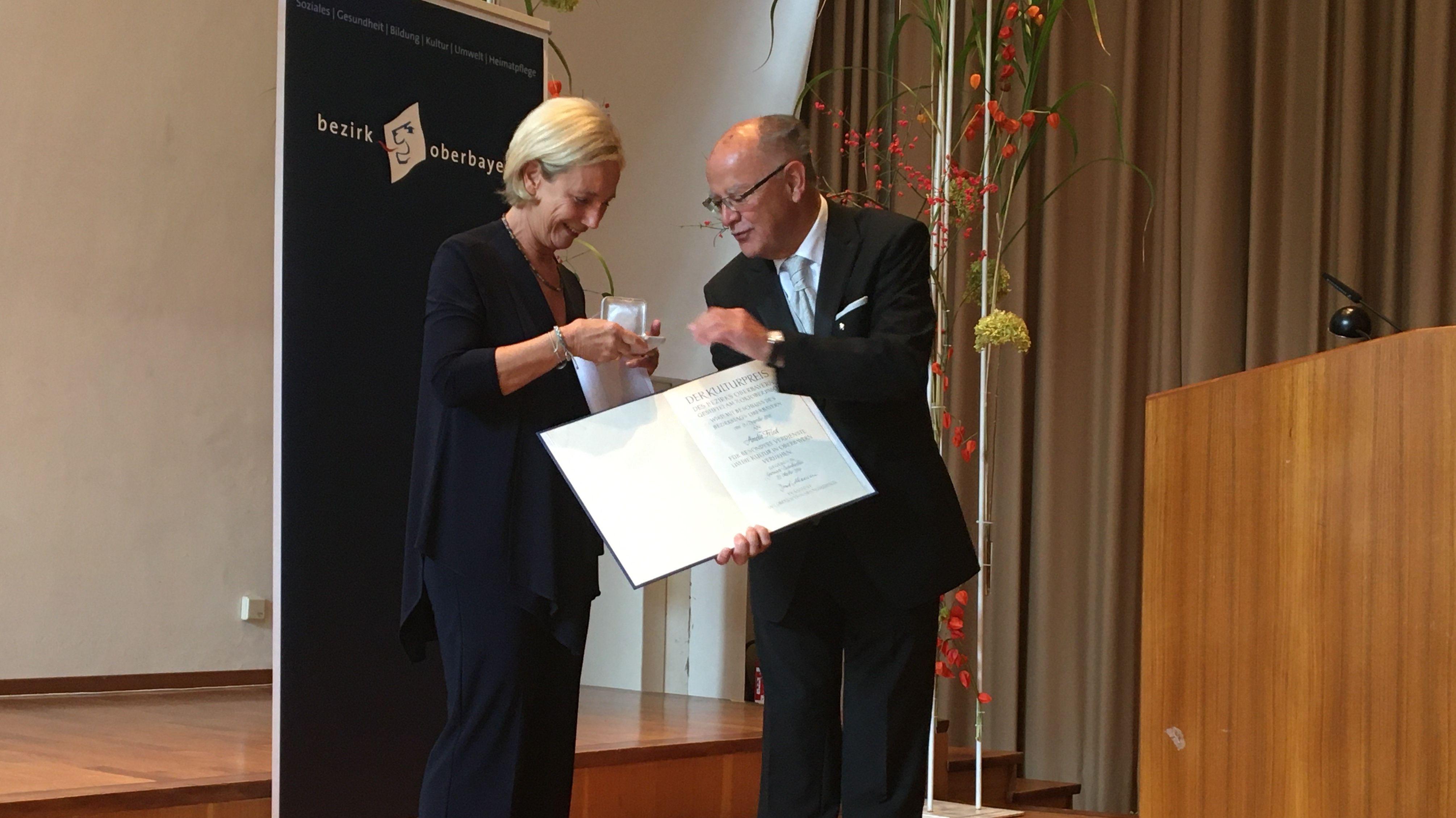 Schriftstellerin und Moderatorin Amelie Fried erhält den Oberbayerischen Kulturpreis.