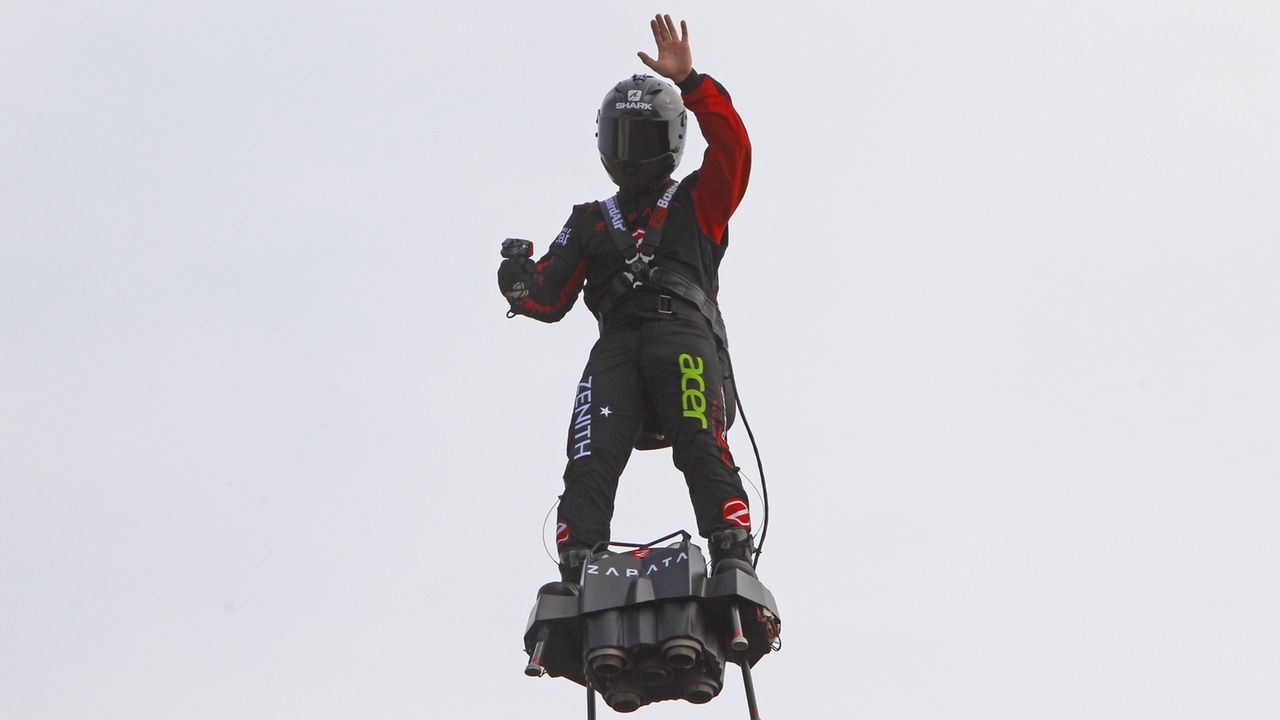 «Raketenmann» vor derm Flug über den Ärmelkanal