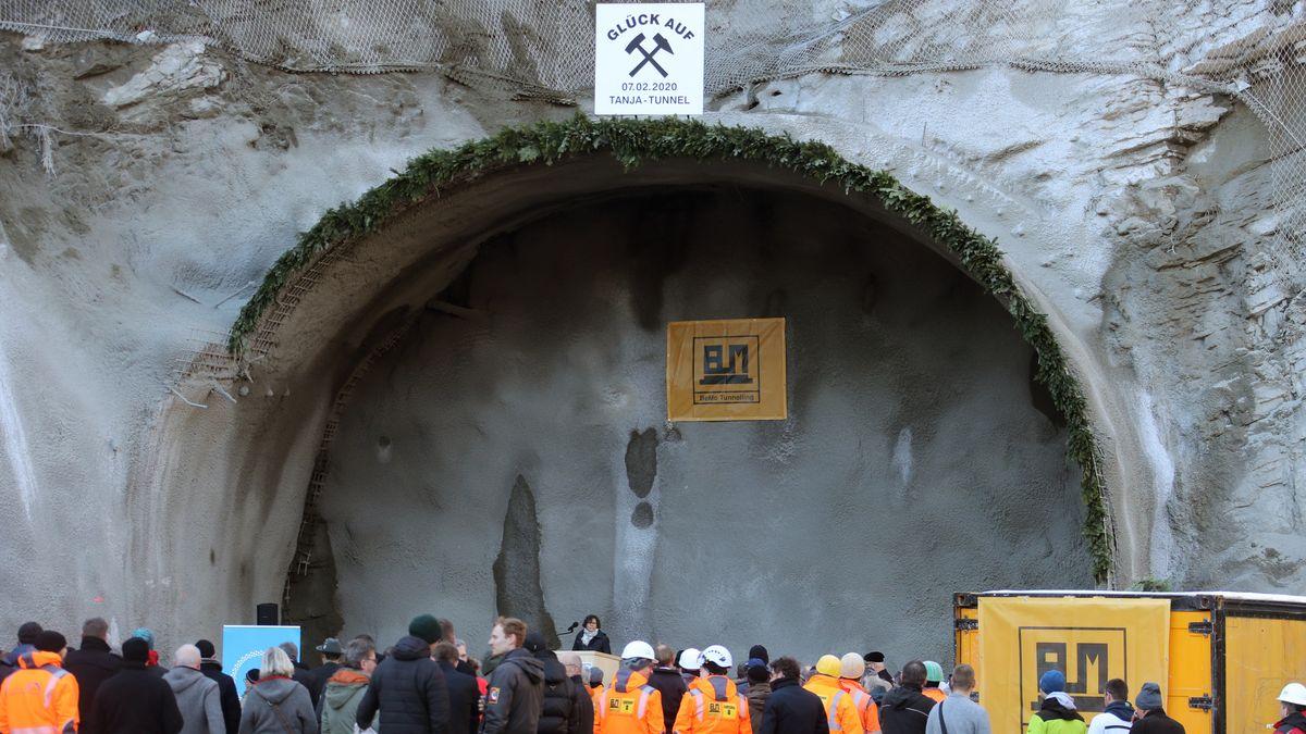 Der Bau der 3,4 Kilometer langen Tunnelröhre für die Umgehungsstraße wurde von den Anwohnern herbeigesehnt.