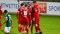 Unterhachinger Spieler nach dem 1:0 gegen Lübeck | Bild:picture-alliance/dpa