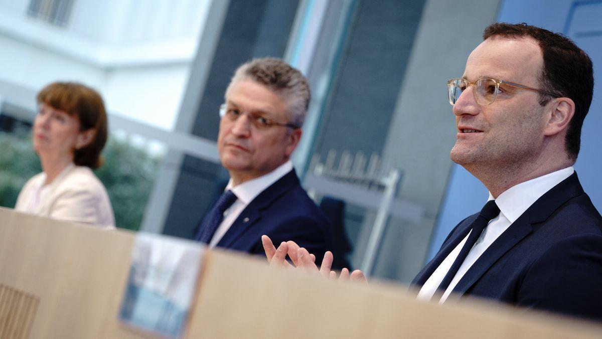 Bundesgesundheitsminister Spahn (r), RKI-Präsident Wieler und Kölns Oberbürgermeisterin Reker