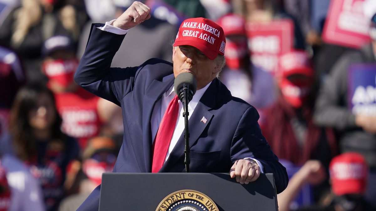 Donald Trump, Präsident der USA, spricht bei einer Wahlkampfkundgebung.