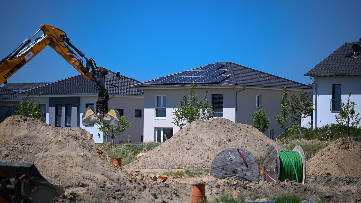 Baugrundstücke sind heiß begeht im Landkreis Rosenheim (Symbolbild).