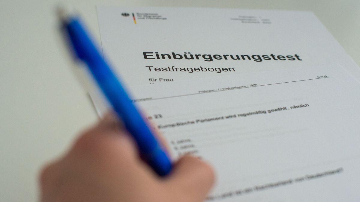 Fragebogen für den Einbürgerungstest, aufgenommen im August 2018 (Archivbild)