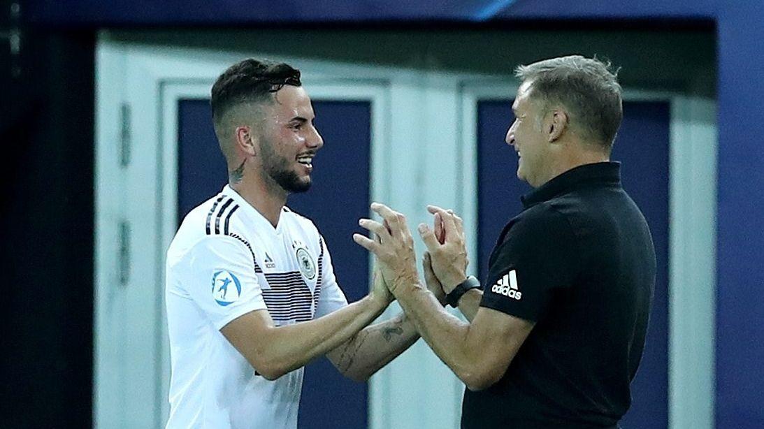 U21-Nationaltrainer Stefan Kuntz und Marco Richter vom FC Augsburg