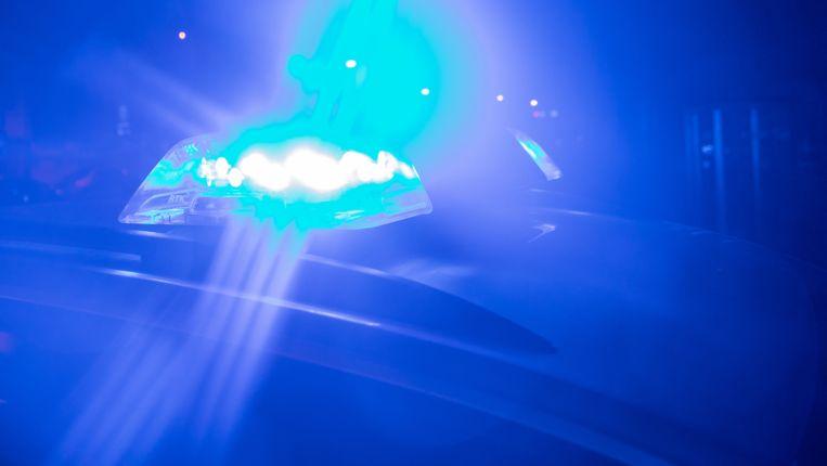 Blaulicht auf einem Polizeifahrzeug bei Nacht (Archivbild)