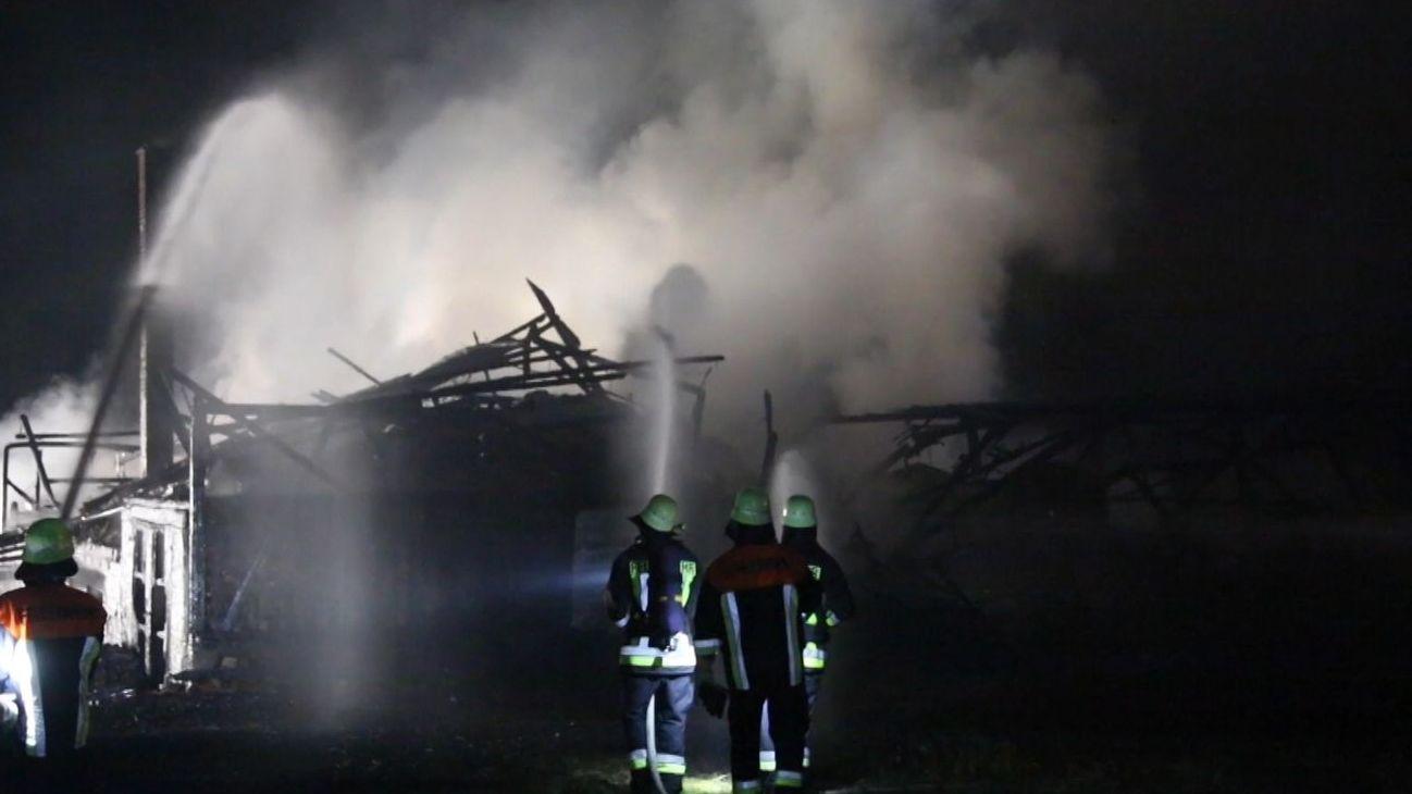 Brand auf einem Bauernhof (Symbolbild)