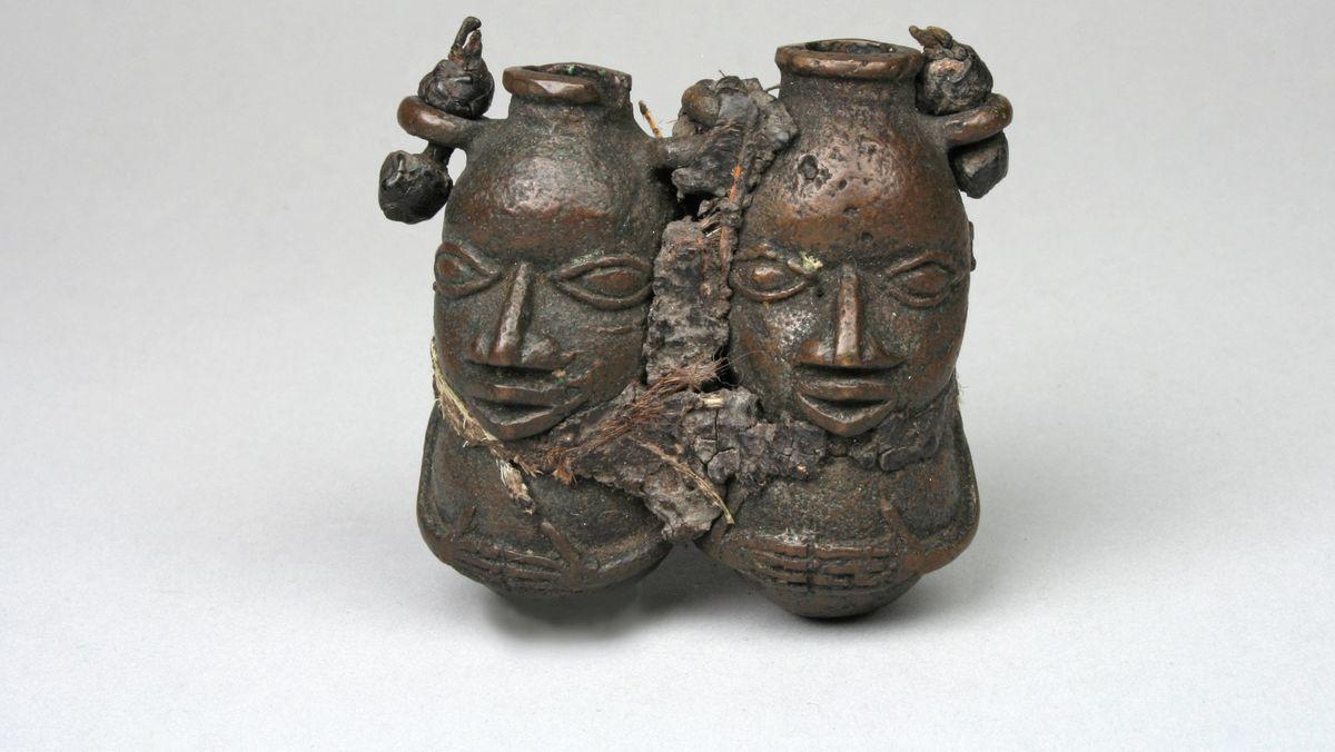Zwei Figuren aus dem 18. oder 19. Jahrhundert vom Königshof in Benin