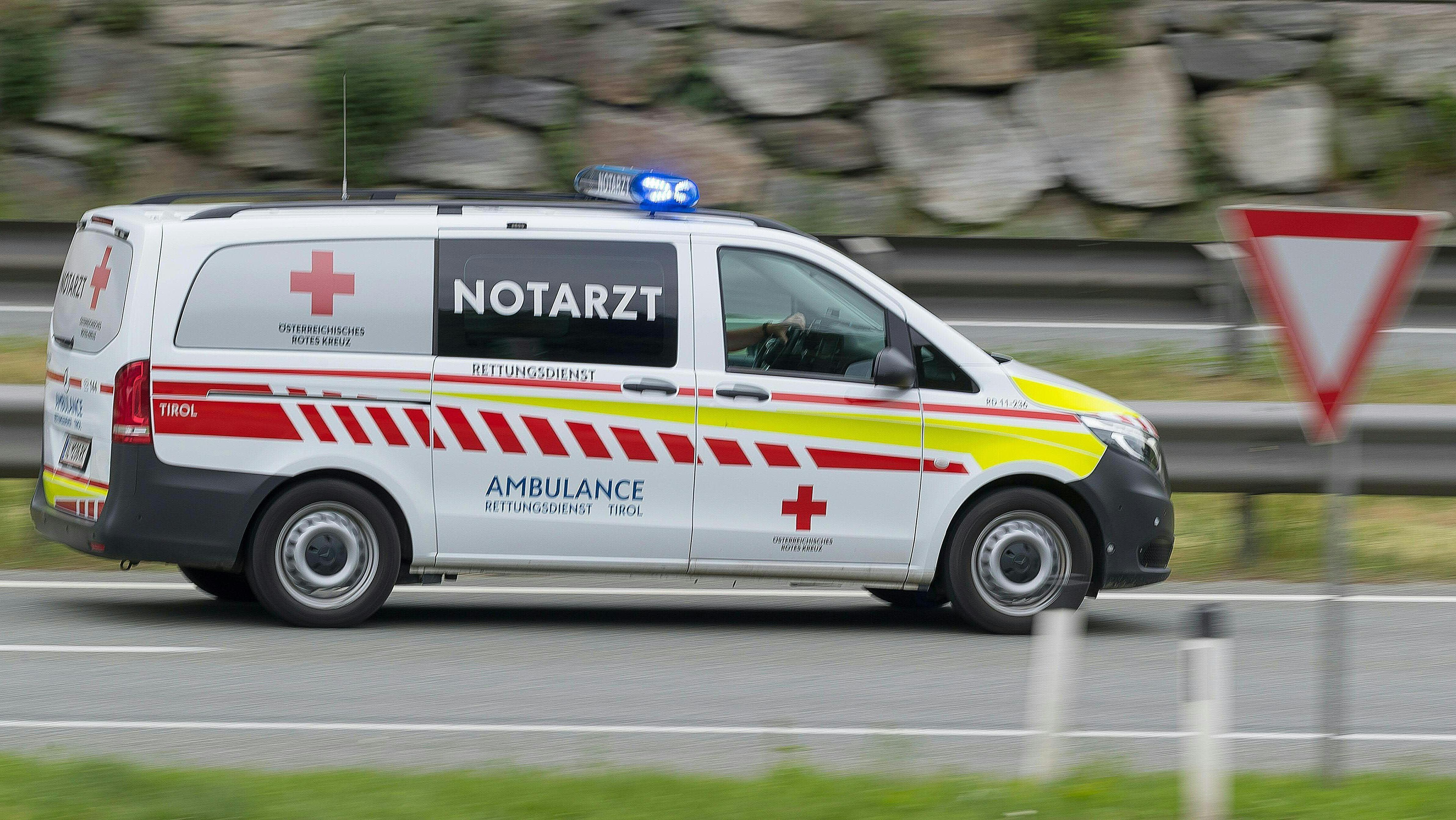 Rettungswagen des Österreichischen Roten Kreuzes.