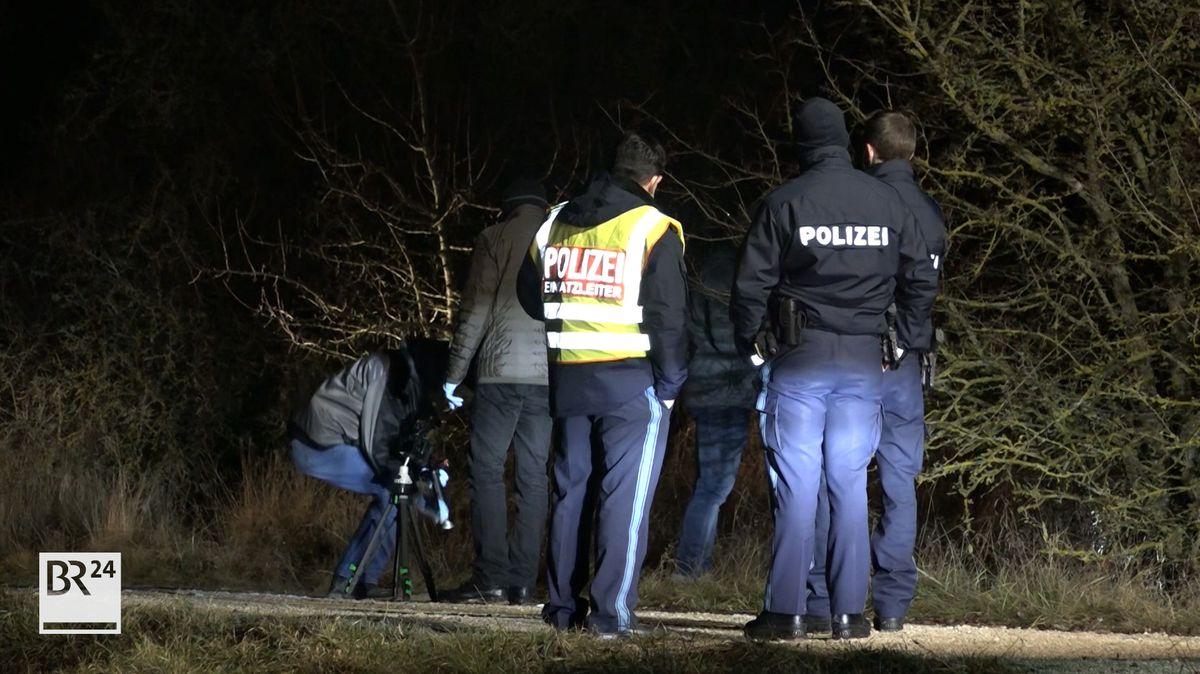 Beamten untersuchen den Feldweg in Velburg.