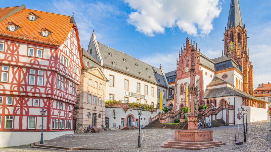 Der Stiftsplatz in Aschaffenburg.