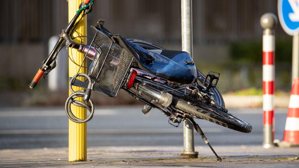 Ein umgewehtes Fahrrad in Nürnberg.