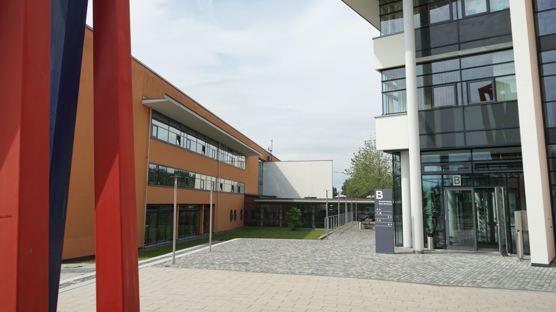 Eingang der Hochschule Hof