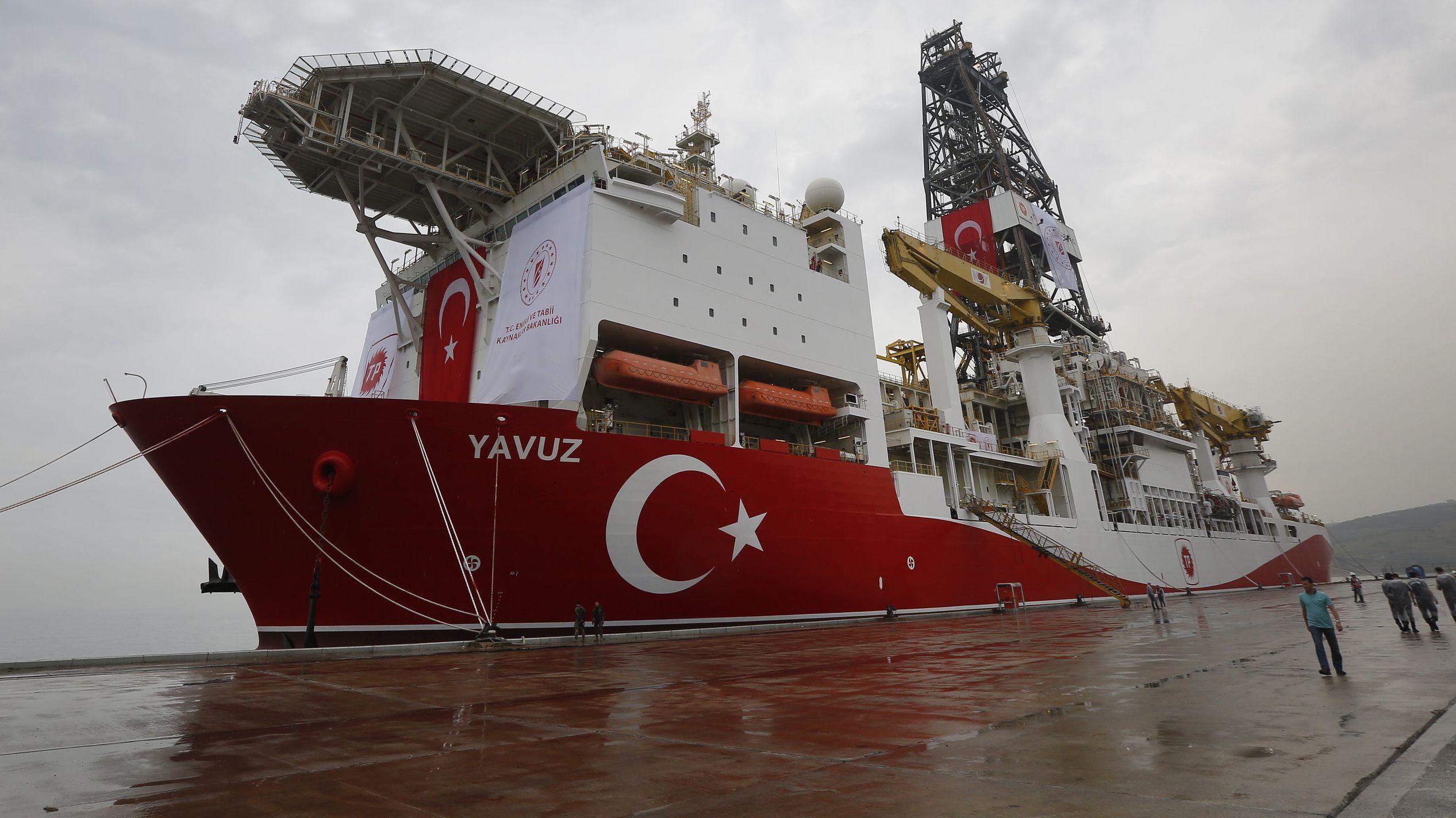 """Das türkische Bohrschiff """"Yavuz"""" liegt im Hafen von Dilovasi"""