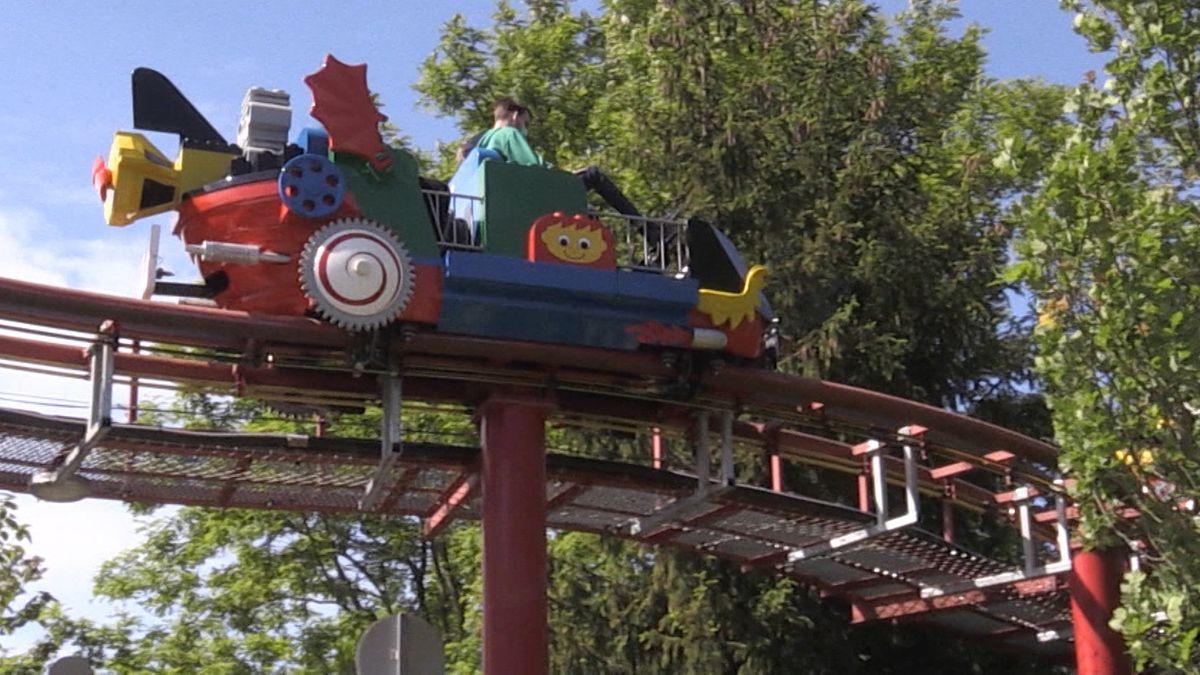 Ein Wagon eines Fahrgeschäfts im Legoland