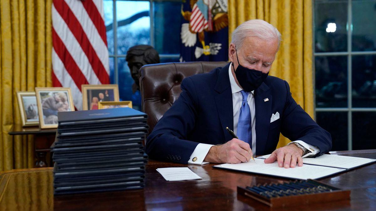Joe Biden unterzeichnet Dekrete