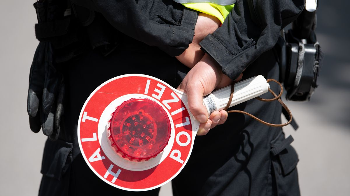 Fahrzeugkontrolle (Symbolbild)
