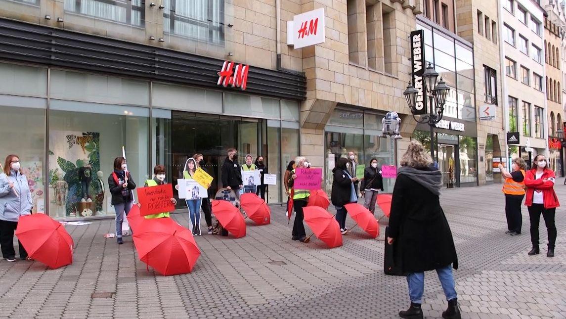 H&M-Beschäftigte demonstrieren in Nürnberg.