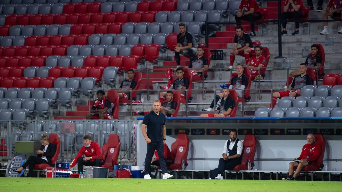 Nur das Team schaut zu: Eine Szene aus dem Geisterspiel FC Bayern München gegen FC Chelsea in der Champions League