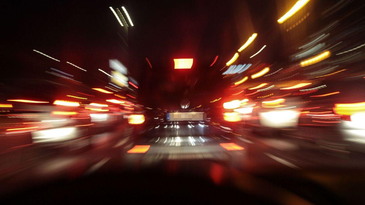 Raser bei Nacht, Symbolfoto.