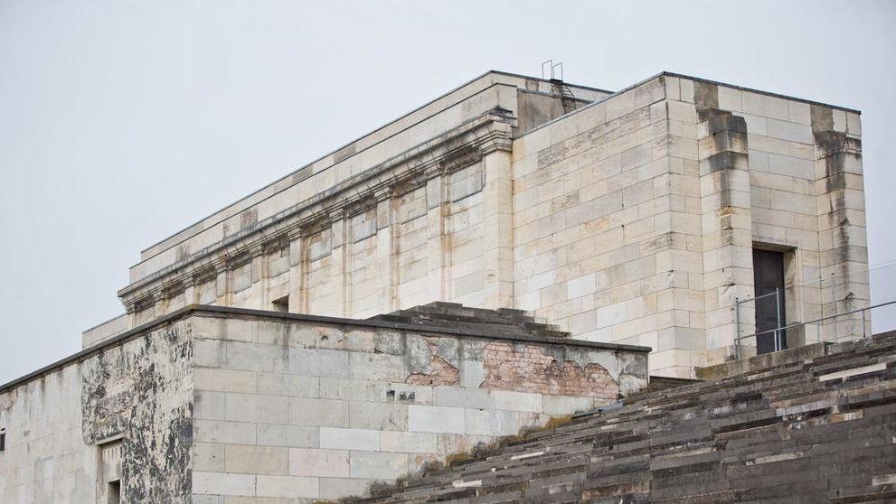 Blick auf die Zeppelintribüne (Steintribüne) auf dem ehemaligen Reichparteitagsgelände