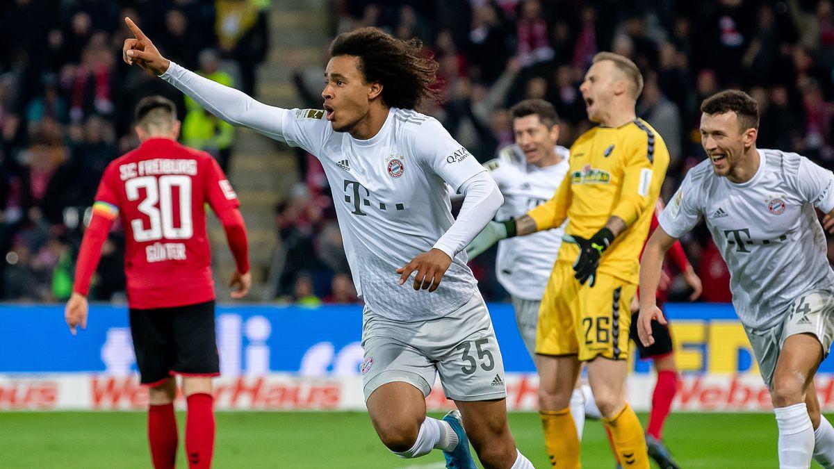 Münchens Joshua Zirkzee jubelt über das Tor