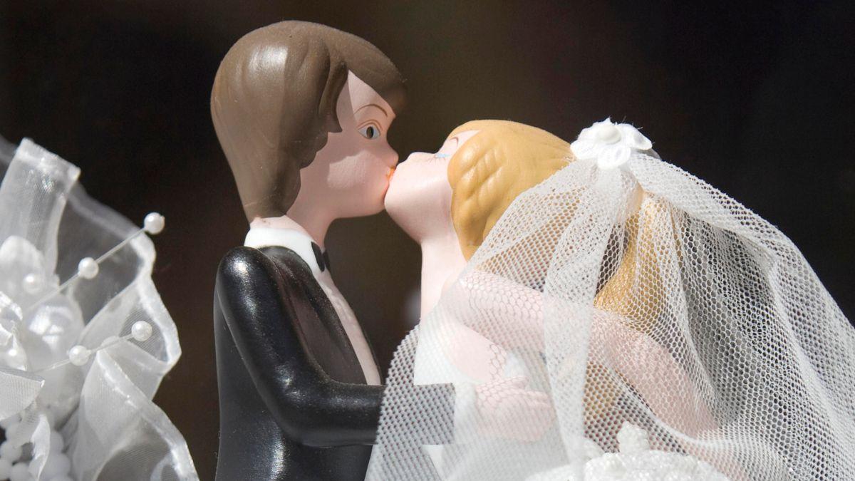 Figuren auf einer Hochzeitstorte