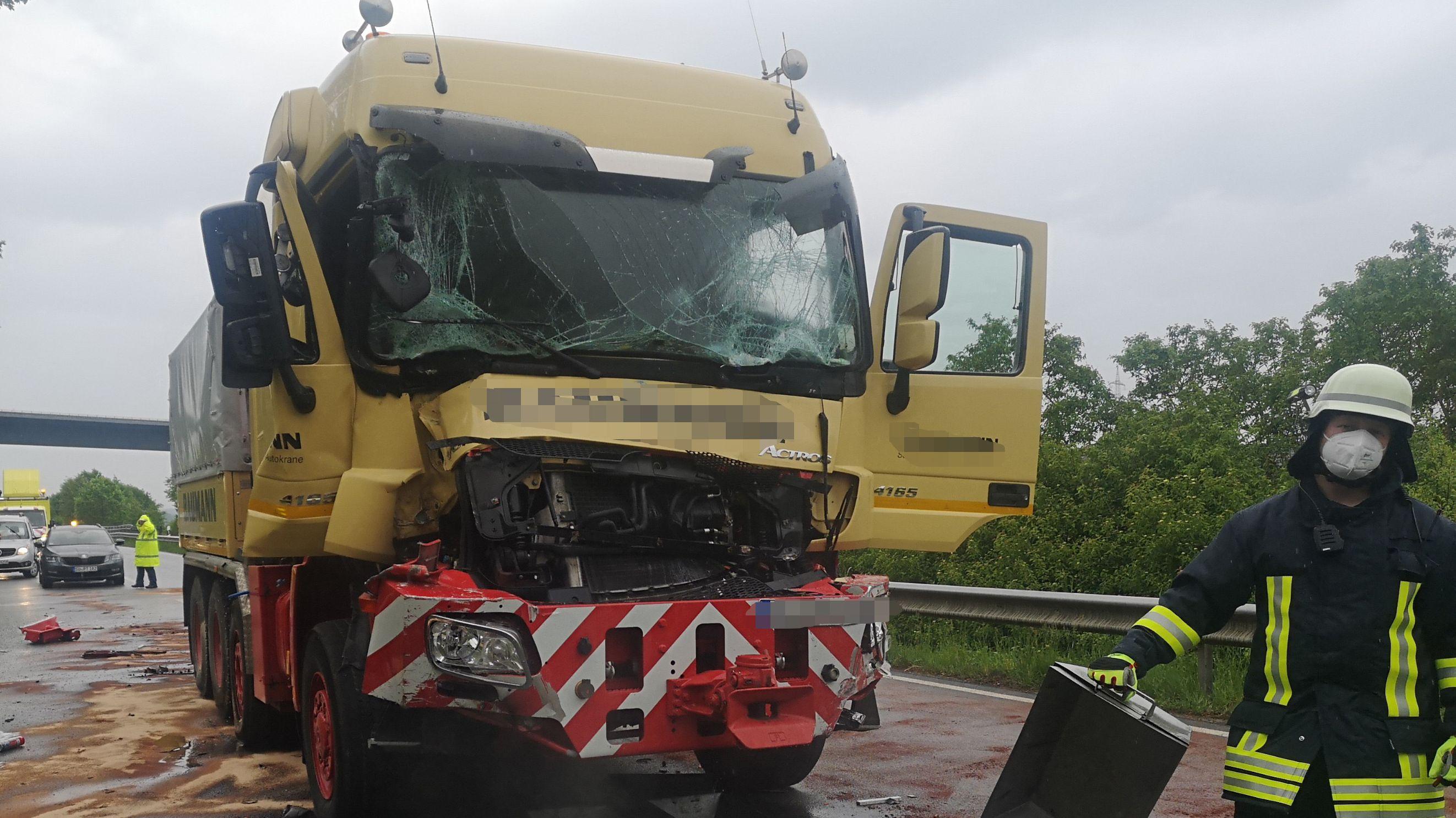Einer der beschädigten Lkw