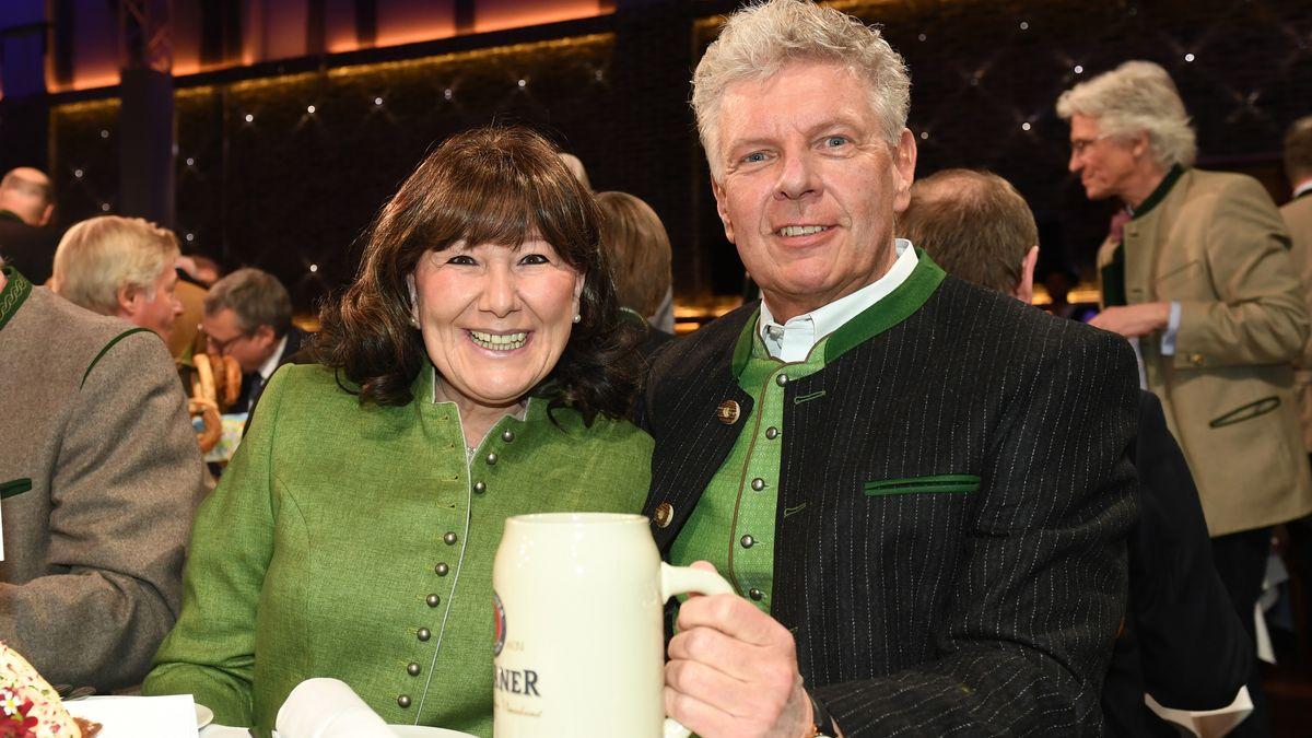 Münchens Oberbürgermeister Dieter Reiter (SPD) und seine Frau Petra beim Starkbieranstich auf dem Nockherberg 2019.