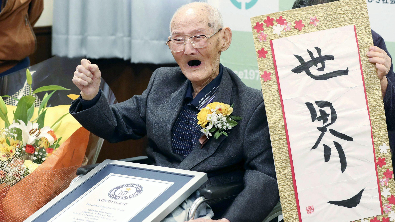 """Archivbild: 12.02.2020, Chitetsu Watanabe bei seiner Auszeichnung als """"ältester Mann der Welt"""" durch das Guinnes-Buch der Rekorde"""