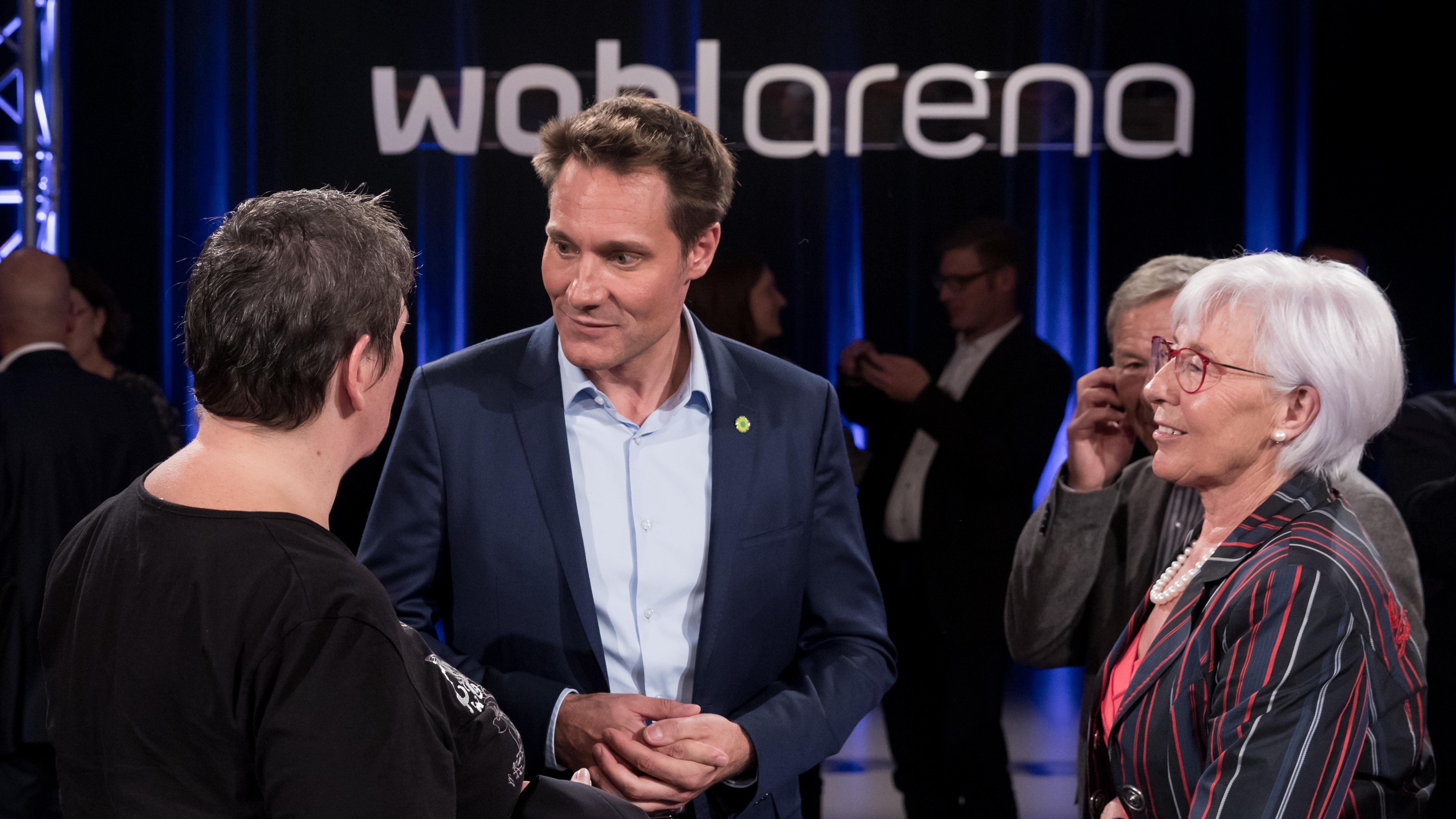 Ludwig Hartmann diskutiert mit Bürgerinnen in der BR Wahlarena