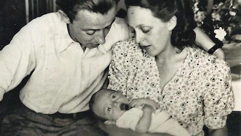 David Avnir als Baby mit seinen Eltern in St. Ottilien