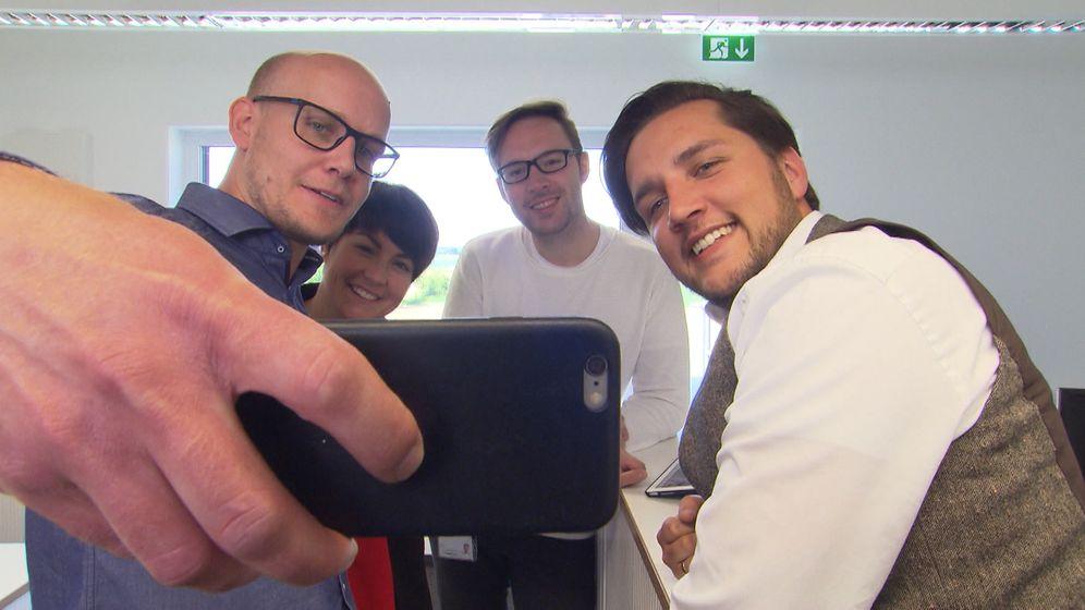 Eine Firma aus Gaimersheim zeigt, wie man sich erfolgreich um Fachkräfte bewirbt | Bild:BR / David Donocik