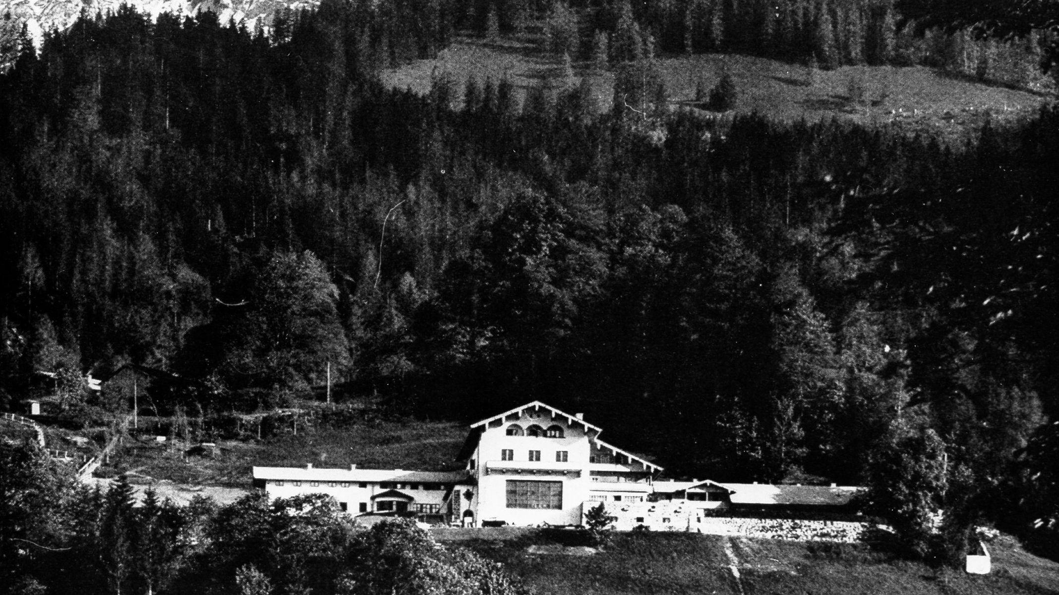 Eine historische Aufnahme des Berghof: Hitlers Rückzugsort am Obersalzberg