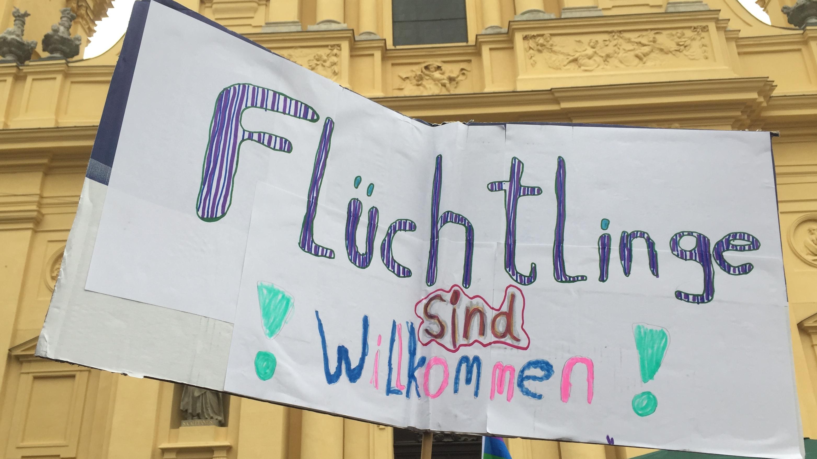 Organisationen aus der Bürgerrechtsbewegung waren dabei, Kirchen, Gewerkschaften und politische Parteien wie die Grünen, die Linke und die SPD.